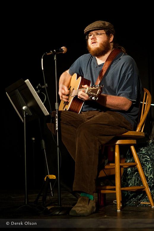 Eric Oaks performing